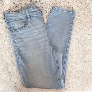 Light Wash American Eagle Jeggings